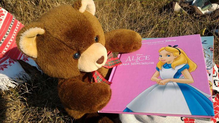 Alice în țara minunilor. Povestea filmului în 'Biblioteca ilustrată Disney' la Editura Litera - Alice's adventures in wonderland