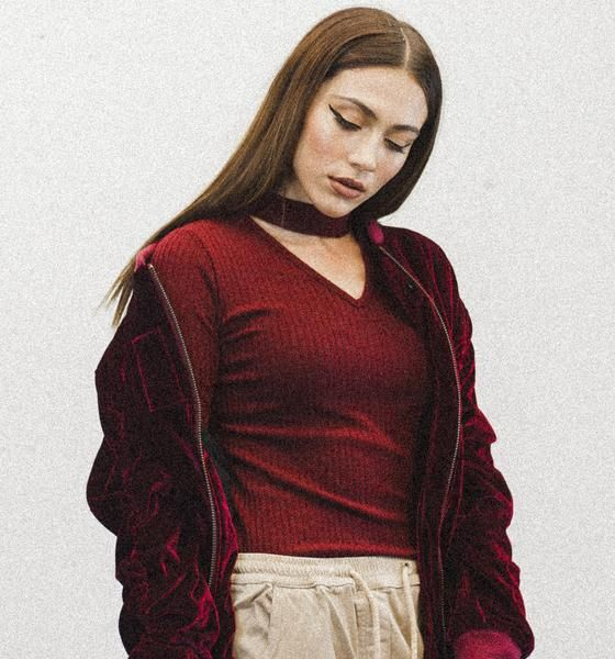 maroon knit sweater with choker