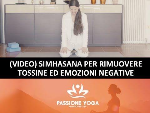 Simhasana per rimuovere tossine ed emozioni negative.
