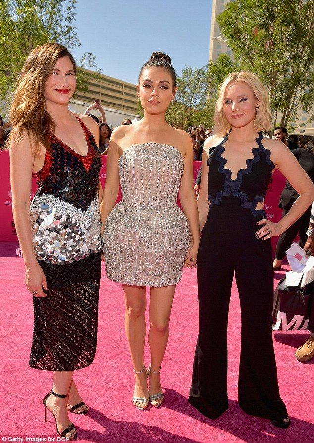 United front! The gorgeous 32-year-old arrived with her Bad Moms co-stars Kristen Bell and Kathryn Hahn