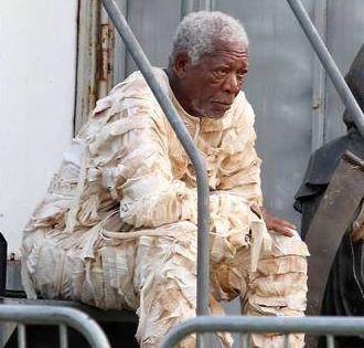 Muito amor! Morgan Freeman vestido de múmia vai fechar sua semana com chave de ouro http://r7.com/3R61