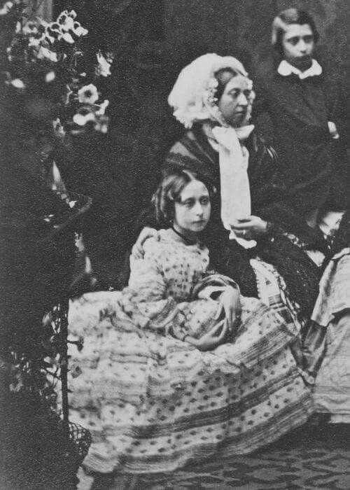 """Princess Alice of the United Kingdom with her mother Queen Victoria of tge United Kingdom and brother Prince Albert Edward of the United Kingdom in 1856.  """"AL"""""""