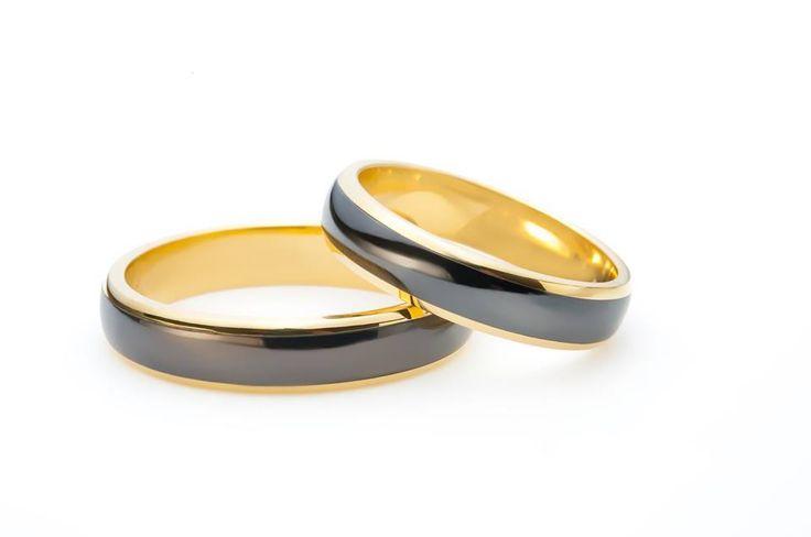 Alegeți un model #elegant, distins, care să vă reprezinte. Un aer inovator și o picătură din eleganța clasică a aurului. Iată o colecție de bijuterii unice în lume. Bijuteriile sunt realizate manual în Atelierele #Sabion. #romania #jewelry #weddingrings #18k #gold #tantalum #collections