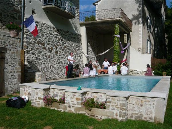 Les 25 meilleures id es de la cat gorie piscine hors sol for Construction piscine traditionnelle