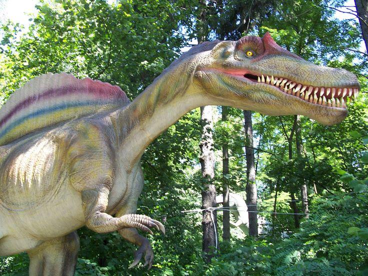 Ponad 100 interaktywnych dinozaurów można zobaczyć w Dinozatorlandzie w Zatorze.