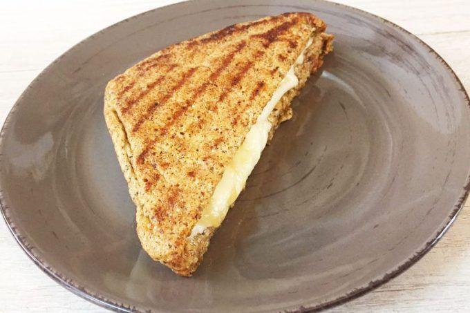 Pão low carb de frigideira para um lanche funcional