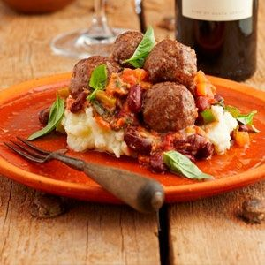 A classic dish with a South African twist: Boerewors meatballs with tomato and basil sauce
