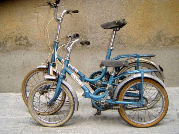 Bh bicicleta plegable, la primera que tuve, a finales de los 70, con la que aprendí a pedalear hasta que no soportó más mi pilotaje agresivo y se partió por la mitad, aunque me la soldaron, no la pudieron hacer crecer.
