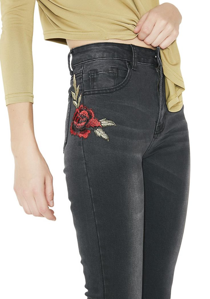 Lira Clothing Nina Denim Jeans cuz sometimes u gotta stop and smell the roses! These rose embroidered jeans have a crop fit, clasikk five pocket design, and zipper fly closure.