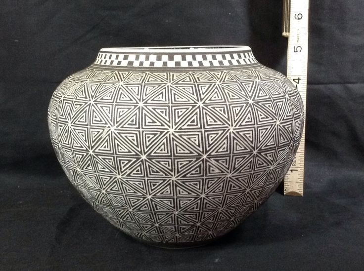 Leslie Thompson Pottery Vase Etched Black White Grey