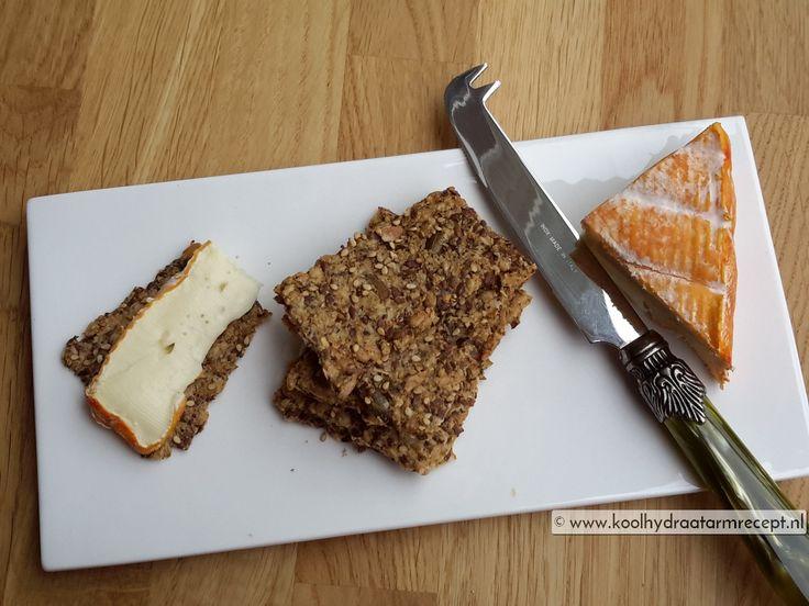 Deze koolhydraatarme kaas crackertjes zijn uitermate geschikt om te beleggen met een heerlijke tapenade, zelfgemaakte eiersalade, een lekker Frans kaasje,