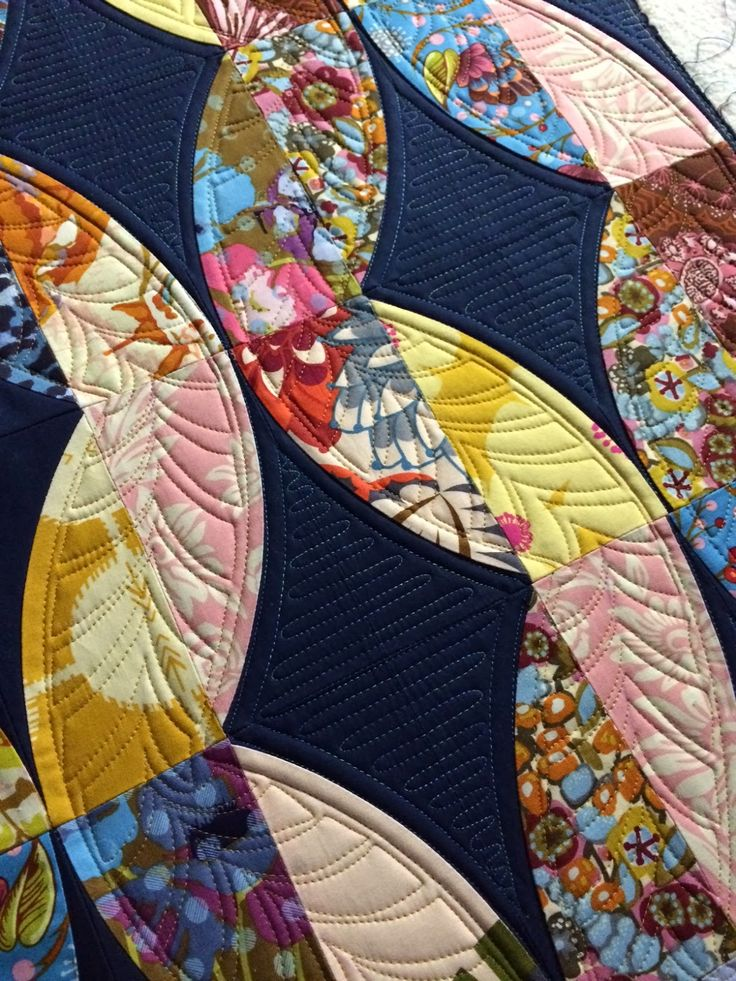 Modern Feathers rectangular instead of rounded; nice quilting idea! By Sew kind of wonderful