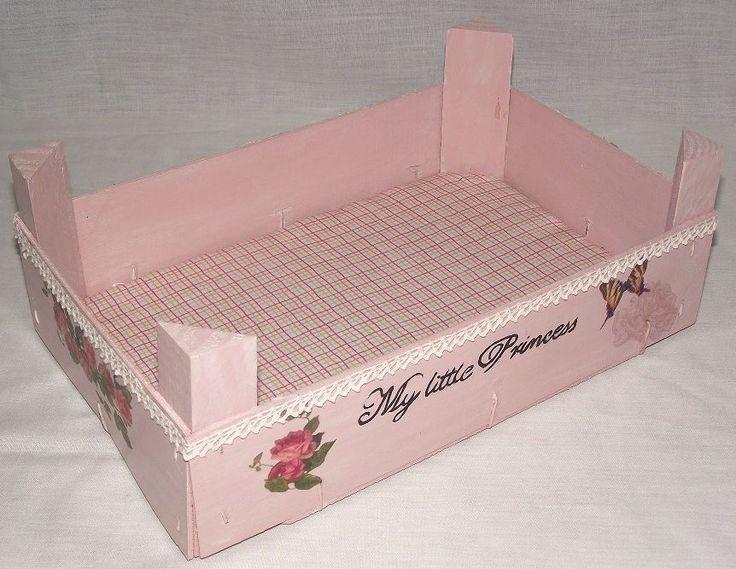 Cajas de fresas decoradas utilizando varias técnicas: decoupage, transfer, pintura, stencil.