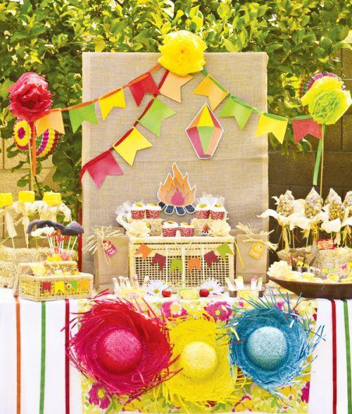 Decoração de festa junina para aniversário infantil é divertida e colorida (Foto: blog.hwtm.com)