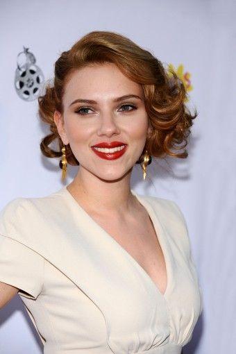 Scarlet short curls