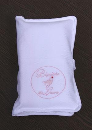 Kit Necessaire com 2 toalhas de boca e 1 de ombro/ kit Necessaire with 2 burp cloth and a shoulder cloth