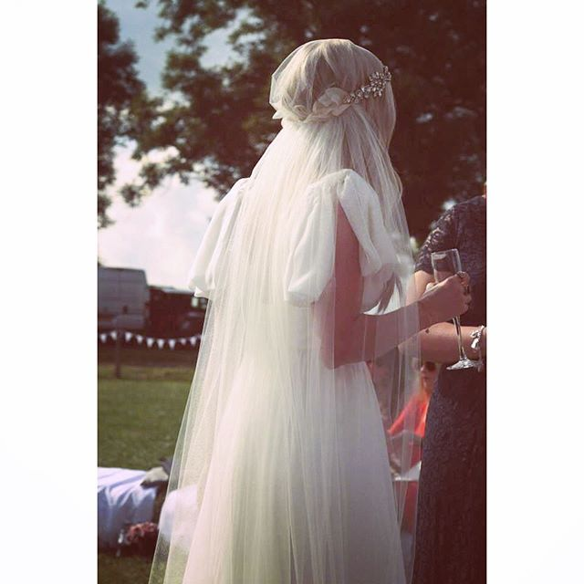 A veil with a headband gives that perfect combination of Stunning Princess and Relaxed Bohemian Bride ✨ #veil #weddingveil #vintagebride #bohemianveil #vintageveil #bohemianbride #bride #vintagewedding