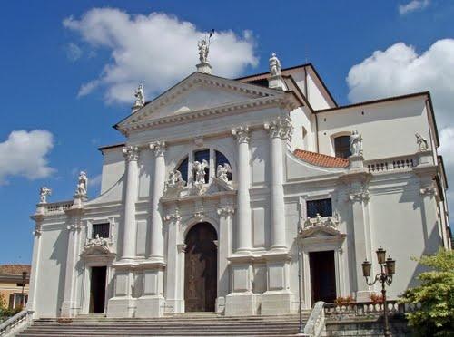 Facciata del Duomo di San Daniele del Friuli, Italy  Costruzione avviata a inizio '700, ultimata e consacrata solo nel 1806