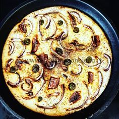 Ecco una piacevole variante alPANE DI RISO, l'unione del sapore delicato della farina di riso risalta i sapori più accesi delle acciughe, delle cipolle di tropea e delle olive verdi.Il ris…