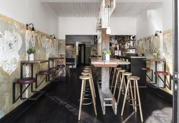 Melbourne: il nuovo pub The Nelson. Arredi su misura realizzati con legno recuperato al porto, mobili vintage e murales.