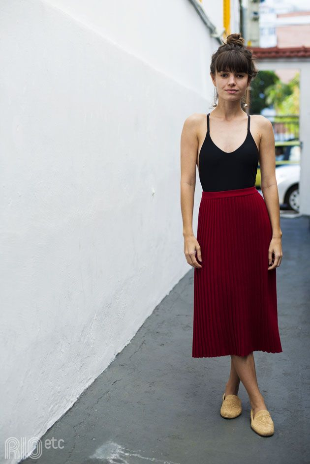 RIOetc | Camiseta preta cavada + saia midi plissada