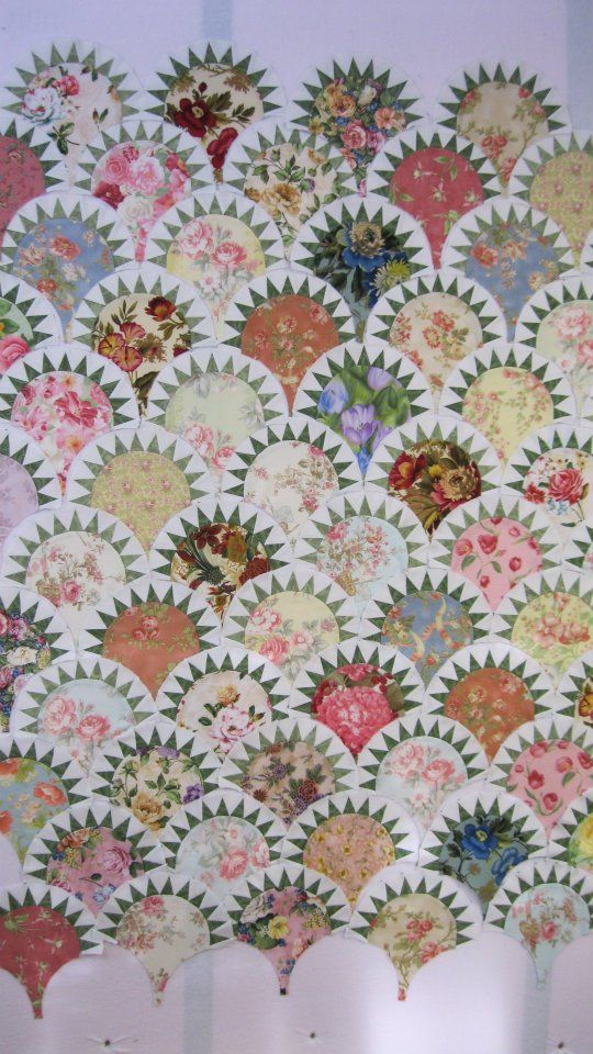 CLAM SHELL PICKLE QUILT. To see more amazing work from this skilled quilter, visit her Quilt Obsession blog.