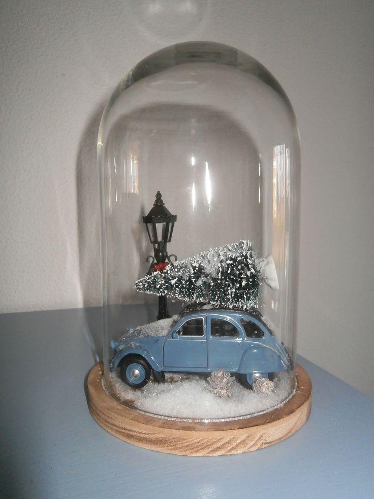 Een lief kersttafereel onder een glazen stolp...