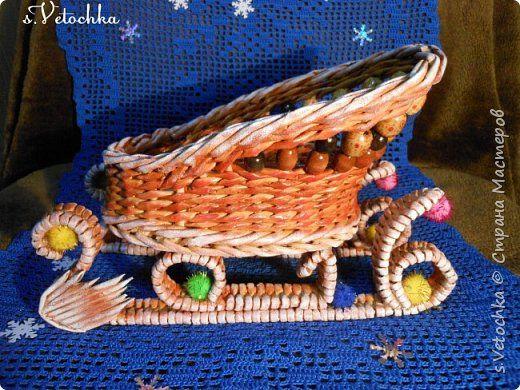 Поделка изделие Новый год Плетение Санки-попытка номер два И еще одна елочка Пряничная Бумага газетная Трубочки бумажные фото 1