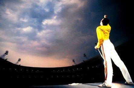 Si es planeado es aburrido.  Freddy Mercury  If it is planned it is boring. Freddy Mercury  #quotes #quote #citas #citascelebres #freddy #freddymercury #queen #godsavethequeen #rock #anniversary #music #musica #música #tuesday #martes