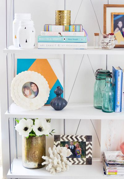 Fab bookshelf inspiration: http://www.stylemepretty.com/living/2015/04/09/5-steps-to-the-perfect-bookshelf/ | Photography: Advice from a 20 Something - http://advicefromatwentysomething.com/