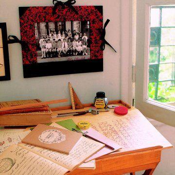 Un pupitre en bois // wooden desk