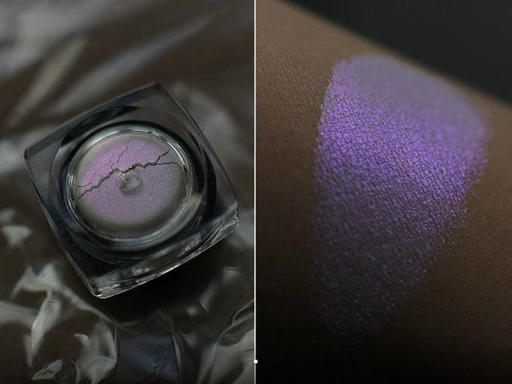 Eyeshadow: Amethyst Dust - Jewel Dust. Warm lavender satin eyeshadow by SIGIL inspired.
