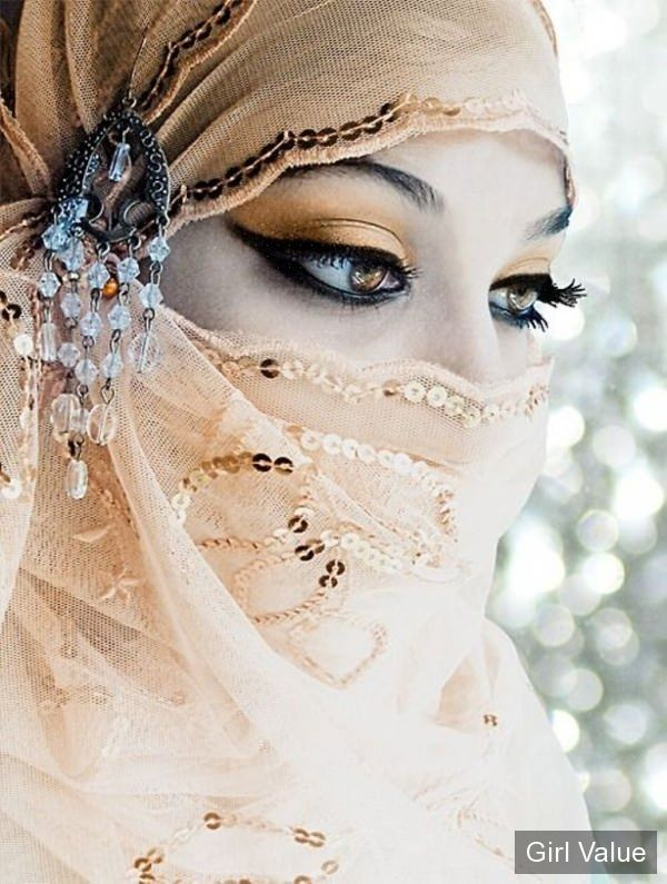 beautiful muslim girl eyes in niqab