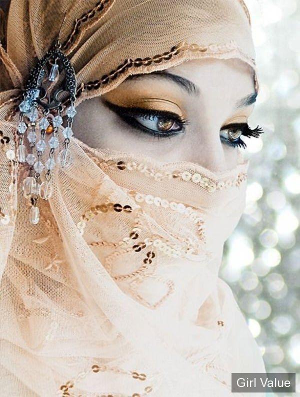 beautiful muslim girl eyes in niqab