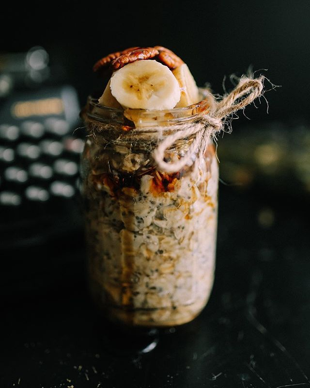 ВЕГАНСКАЯ еда.  Овсянка с соленой карамелью и семенами чиа