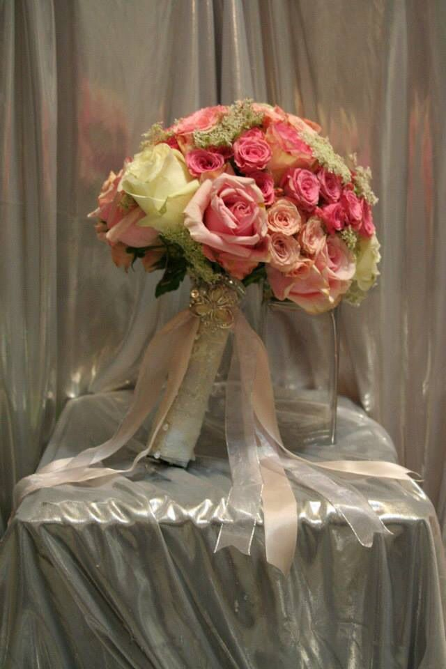 Bridal bouquet with soft ribbons