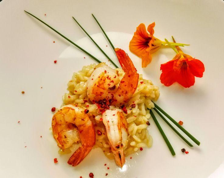 Risotto van scampi, kokosbouillon, lemongrass. #gezond #vis #voorgerecht #gezonderecepten  Heerlijk & licht van smaak, gemakkelijk om te maken. Meer info bij kook- en praatstudio op 9 sep.
