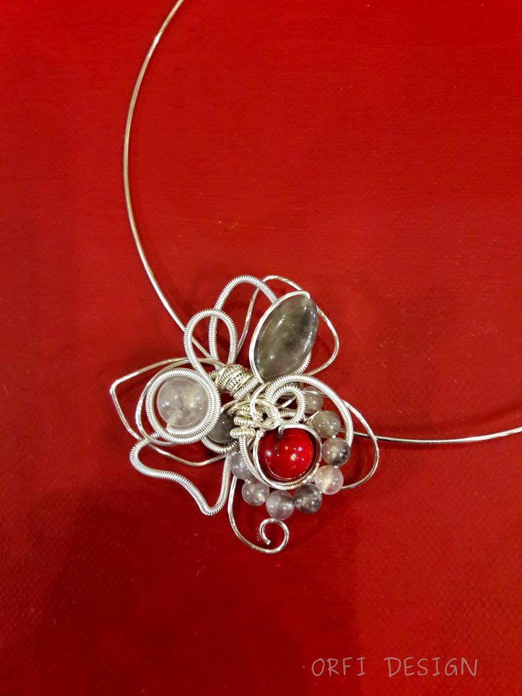 wire necklace...