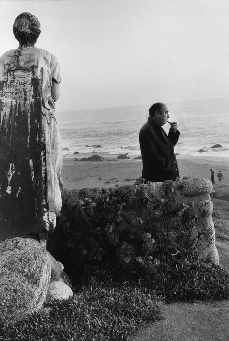 Pablo Neruda fotografiado por Sergio Larrain