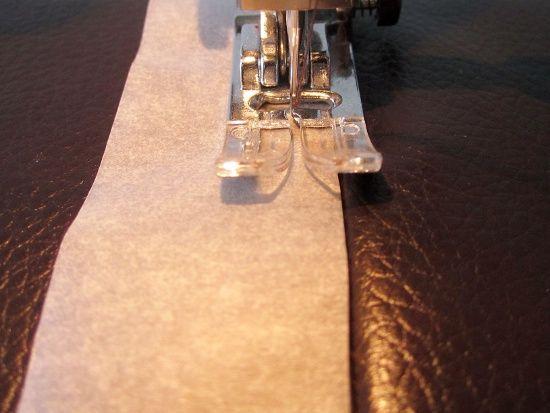 Surpiquer du simili-cuir sans pied presseur spécial  - Sacôtin