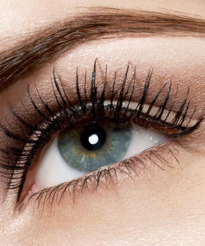 Layering your mascara with an eyelash primer is a simple way to maximize your lashes to their full potential.