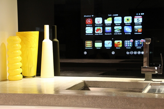 Kitchen Integrated Ipod in Glass...