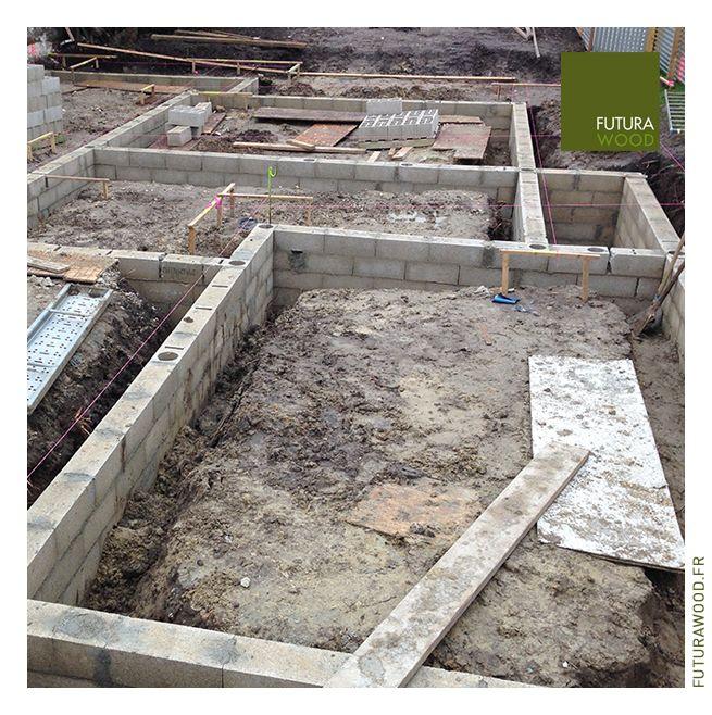 avec la construction d une maison bois les travaux de fondation dalle pilotis plots murets. Black Bedroom Furniture Sets. Home Design Ideas