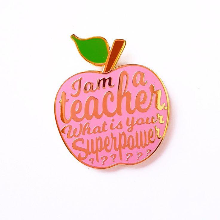 I am a teacher pin roze I AM A TEACHER WHAT IS YOU SUPERPOWERpin is 35mm groot en is eengeweldig leuk kado voor elke juf of meester ! Dus leuk om als afscheidskado te gev...
