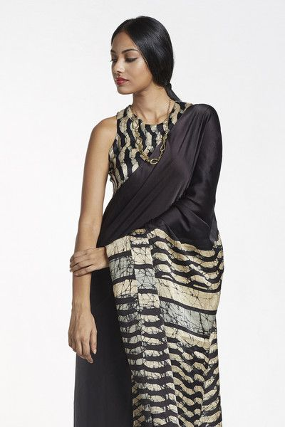 Elegance at its best, this lush silk saree comes with carefully hand crafted batik design on its pallu