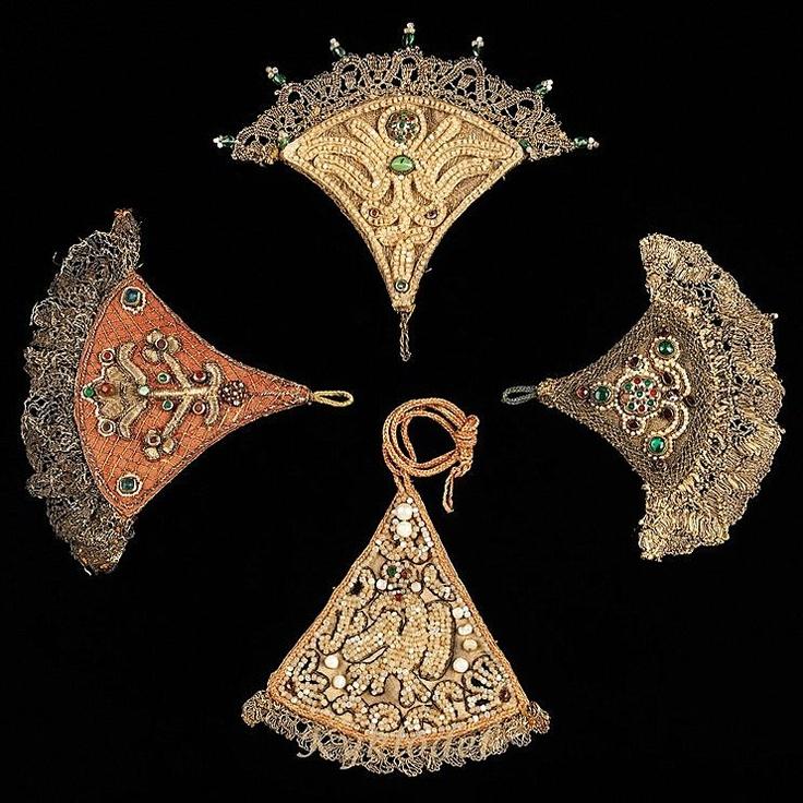 НАКОСНИК – распространено в России в 15-17 веке; украшения для косы в виде бересты или кожи, дополнительно, отделаны дорогой тканью