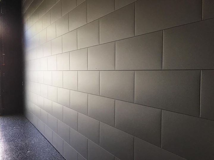 Gorgeous use of the Metal Block as a garage wall.