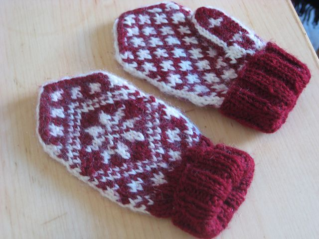 Ravelry: Project Gallery for Child Mitten - Traditional pattern pattern by Randi K Design