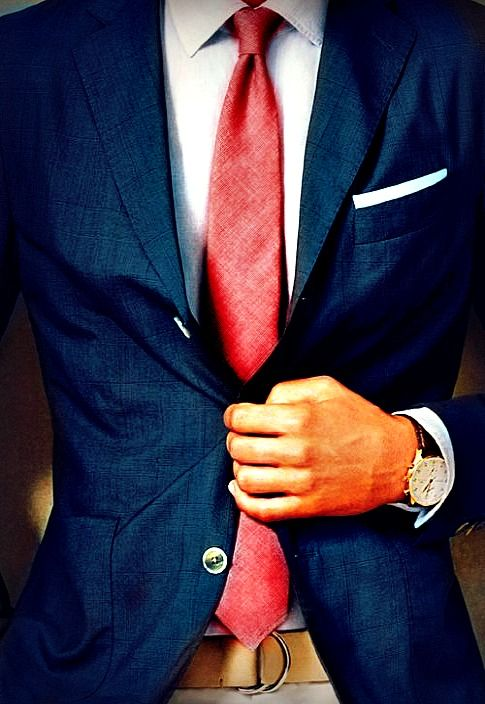 Love the linen suit and tie!