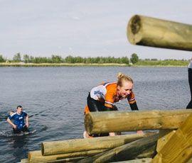 Het terrein van Flevonice in Biddinghuizen beschikt over een permanente Obstacle Run Parcours. Het uitdagende parcours bevat ruim 30 obstakels en leidt deelnemers door modder en water. Op het parcours kan het hele jaar door gesport worden en is er de keuze om routes te rennen van twee verschillende afstanden namelijk 3,5 km of 6 km. Ga jij de uitdaging aan?